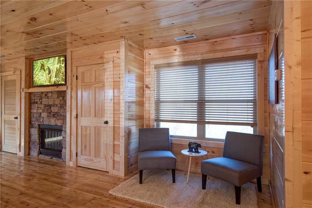 Photo of a Pigeon Forge Cabin named Splash Of Moonshine - This is the seventeenth photo in the set.