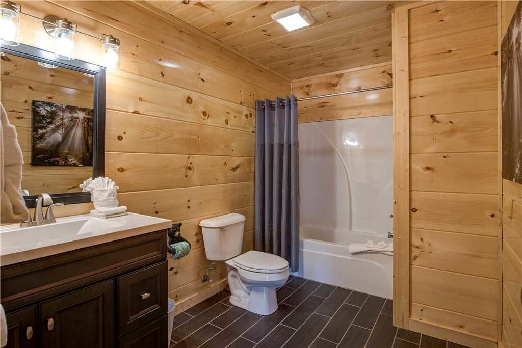 Photo of a Pigeon Forge Cabin named Splash Of Moonshine - This is the eighteenth photo in the set.