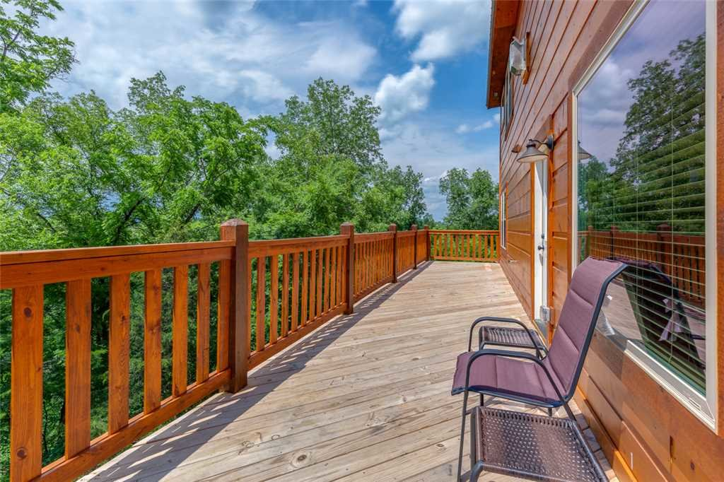 Photo of a Pigeon Forge Cabin named Splash Of Moonshine - This is the twentieth photo in the set.