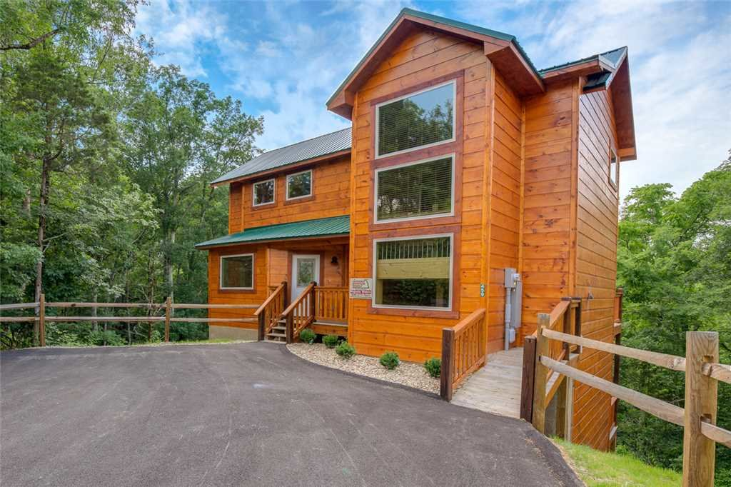 Photo of a Pigeon Forge Cabin named Splash Of Moonshine - This is the twenty-third photo in the set.