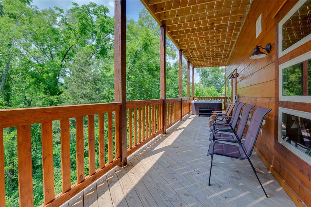 Photo of a Pigeon Forge Cabin named Splash Of Moonshine - This is the twenty-first photo in the set.