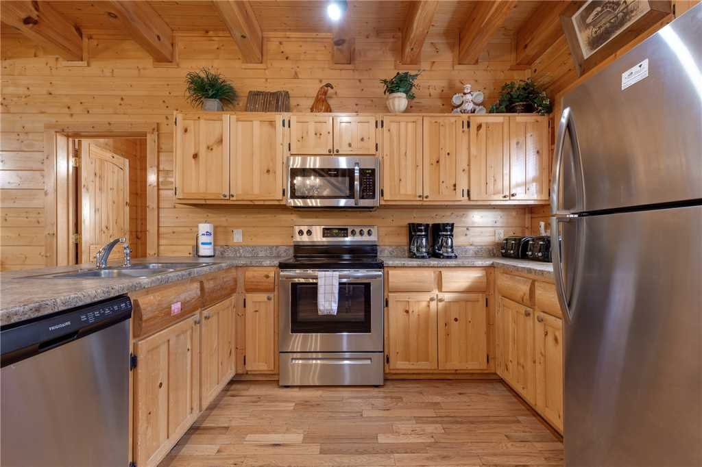 Photo of a Pigeon Forge Cabin named Water's Edge Retreat - This is the ninth photo in the set.
