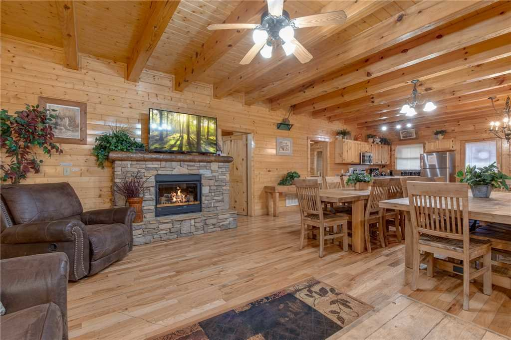 Photo of a Pigeon Forge Cabin named Water's Edge Retreat - This is the tenth photo in the set.