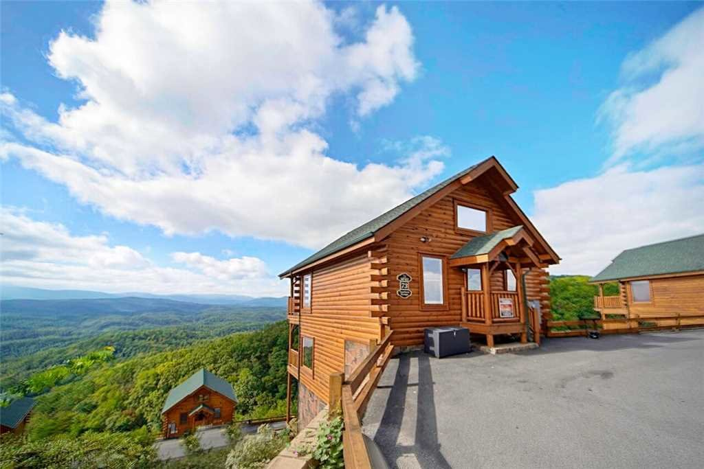 Photo of a Pigeon Forge Cabin named Shooting Star - This is the third photo in the set.