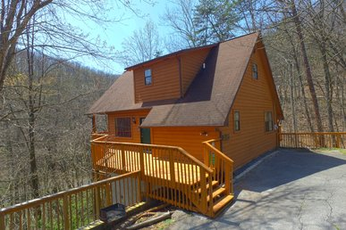 Cabin Near Downtown Gatlinburg In A Wooded Setting Bear Run Getaway 1136