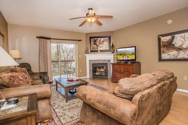 Recliner/ceiling Fans/full Kitchen/free Comedy Barn Ticket