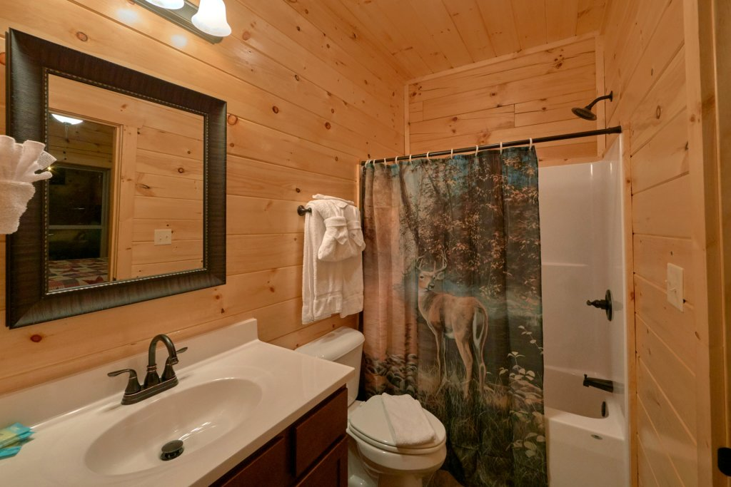 Photo of a Sevierville Cabin named Otter Springs Pool Cabin - This is the seventeenth photo in the set.