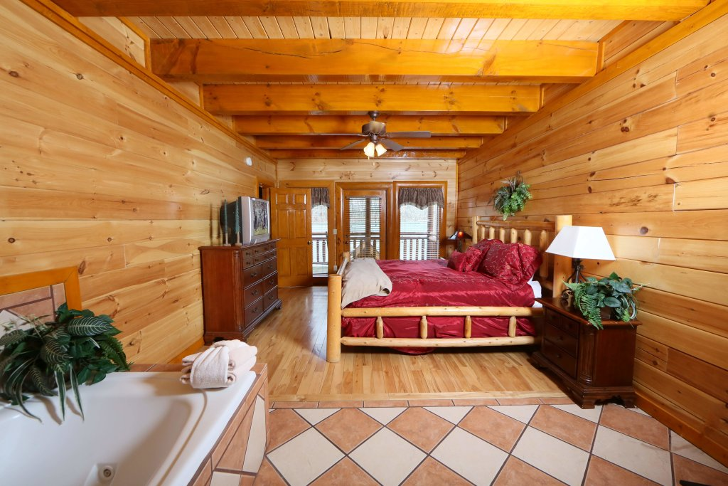 Photo of a Pigeon Forge Cabin named Smoky Mountain Cinema - This is the twenty-third photo in the set.