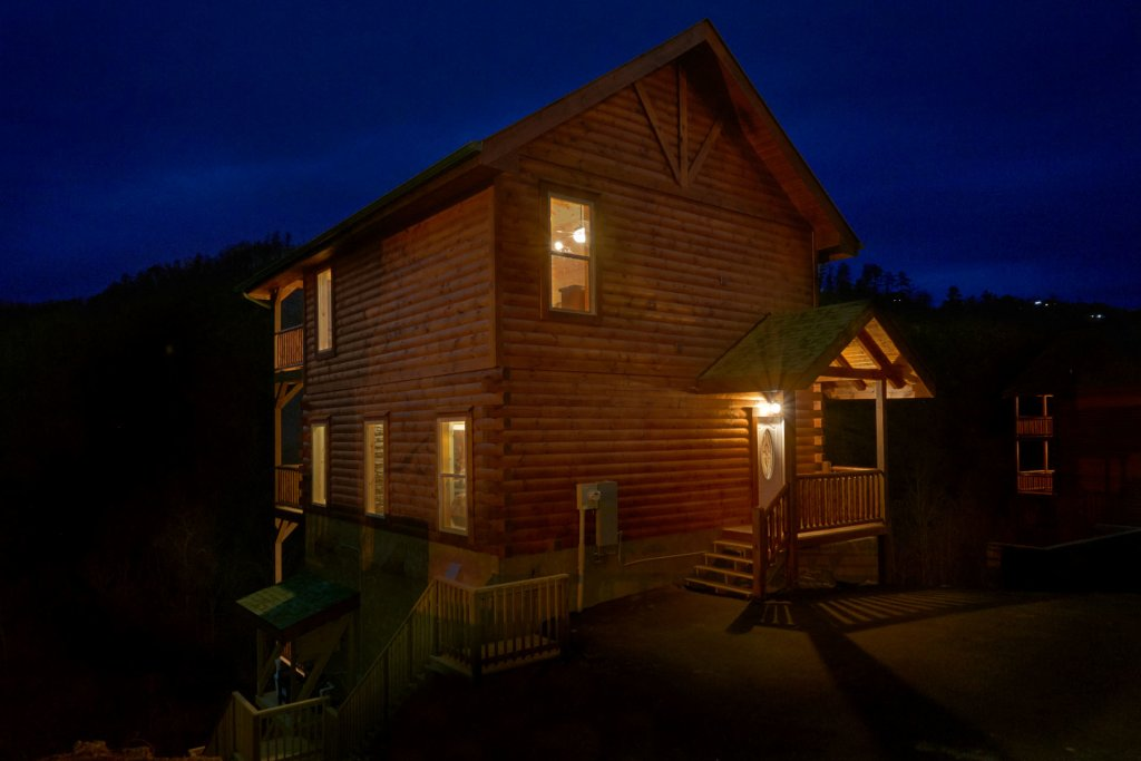 Photo of a Sevierville Cabin named Otter Springs Pool Cabin - This is the twenty-first photo in the set.