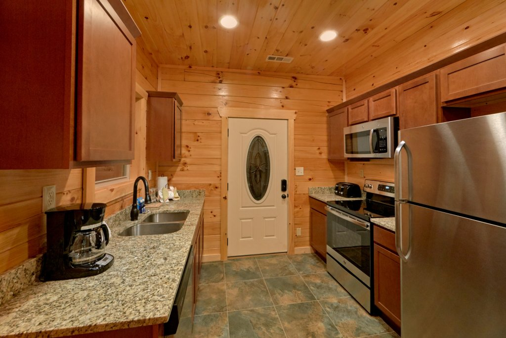 Photo of a Sevierville Cabin named Otter Springs Pool Cabin - This is the fourteenth photo in the set.