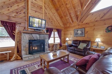 Bear View, 3 Bedrooms, Hot Tub, Fireplace, Grill, Pool Access, Sleeps 6