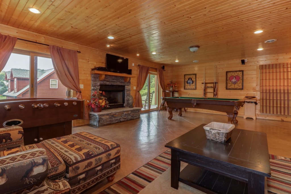 Photo of a Sevierville Cabin named Bear Valley Lodge - This is the first photo in the set.