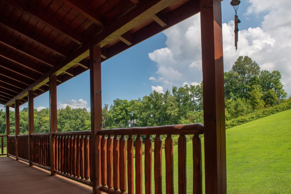Photo of a Sevierville Cabin named Bear Valley Lodge - This is the third photo in the set.