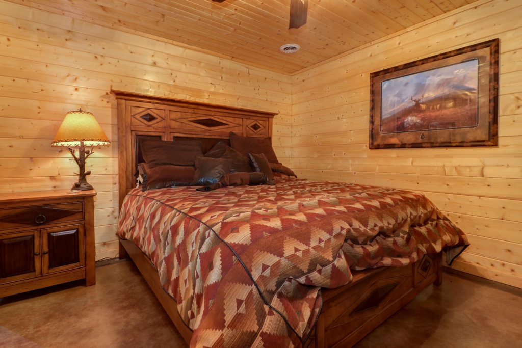 Photo of a Sevierville Cabin named Bear Valley Lodge - This is the fourteenth photo in the set.