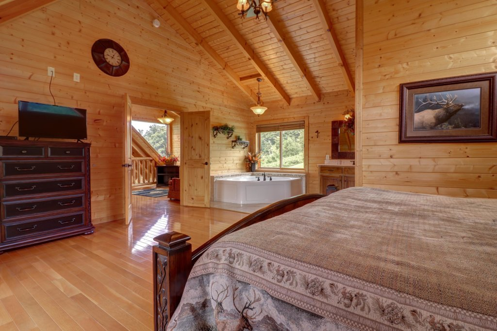 Photo of a Sevierville Cabin named Bear Valley Lodge - This is the tenth photo in the set.