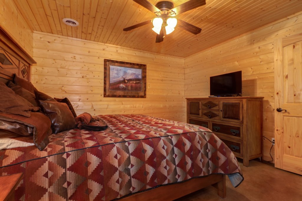 Photo of a Sevierville Cabin named Bear Valley Lodge - This is the fifteenth photo in the set.