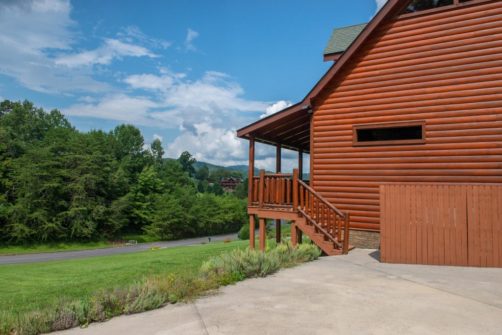 Photo of a Sevierville Cabin named Bear Valley Lodge - This is the eighteenth photo in the set.