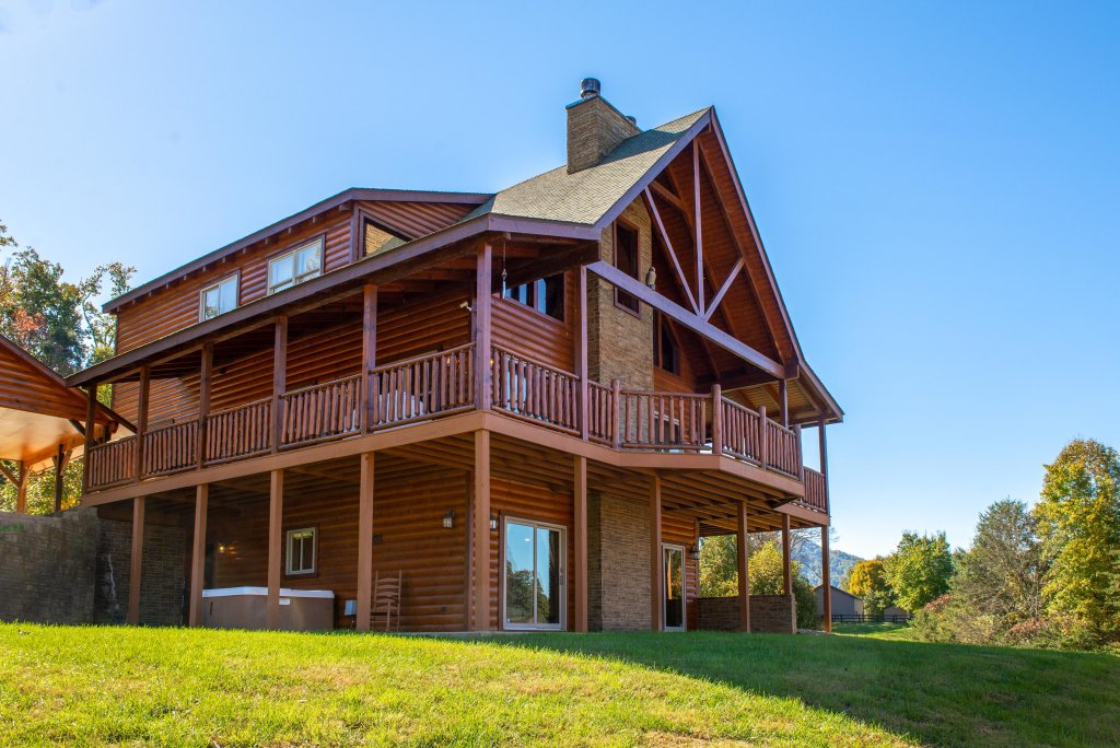 Photo of a Sevierville Cabin named Bear Valley Lodge - This is the forty-fourth photo in the set.