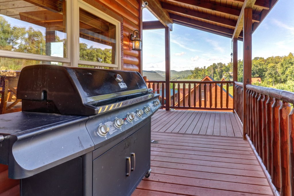 Photo of a Sevierville Cabin named Bear Valley Lodge - This is the twenty-third photo in the set.