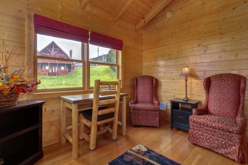 Photo of a Sevierville Cabin named Bear Valley Lodge - This is the eighth photo in the set.