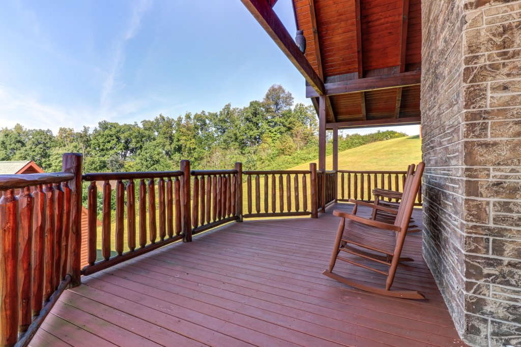 Photo of a Sevierville Cabin named Bear Valley Lodge - This is the thirty-third photo in the set.