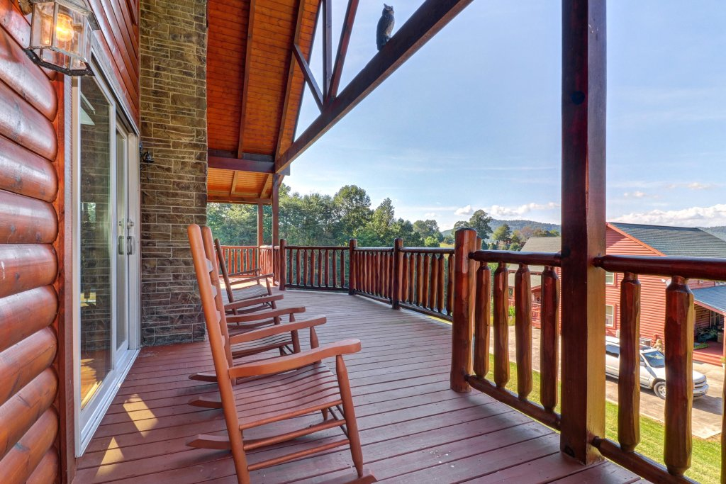 Photo of a Sevierville Cabin named Bear Valley Lodge - This is the thirty-fifth photo in the set.