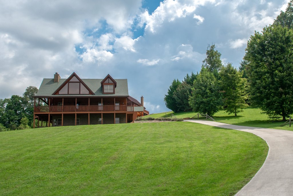 Photo of a Sevierville Cabin named Bear Valley Lodge - This is the twenty-first photo in the set.