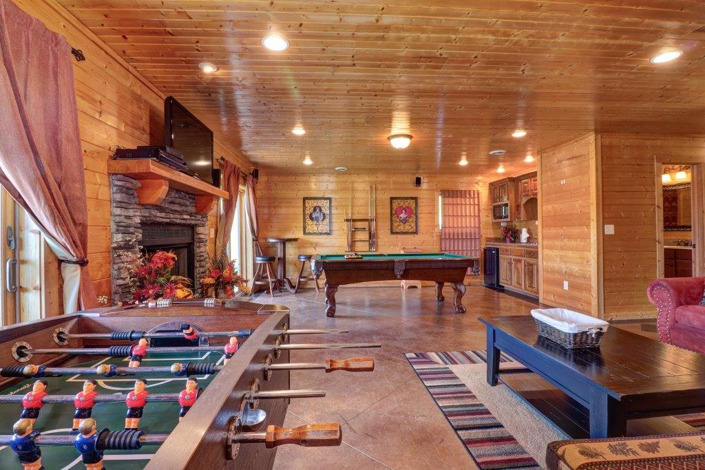 Photo of a Sevierville Cabin named Bear Valley Lodge - This is the twenty-fifth photo in the set.