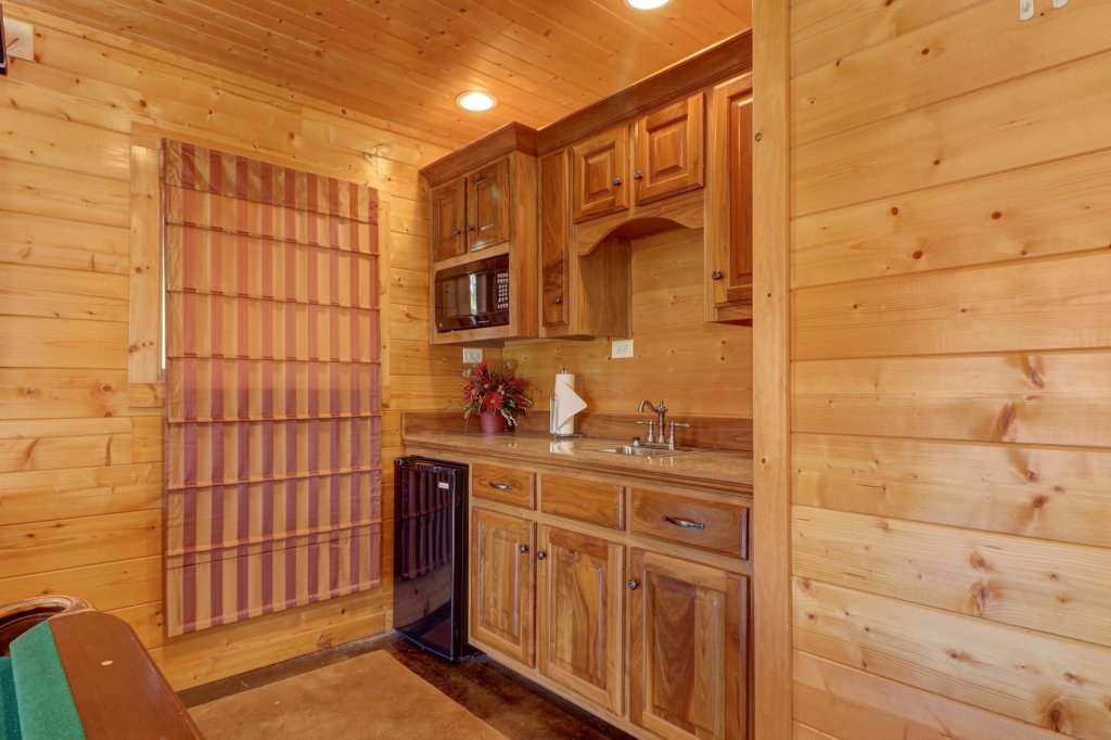 Photo of a Sevierville Cabin named Bear Valley Lodge - This is the twenty-sixth photo in the set.