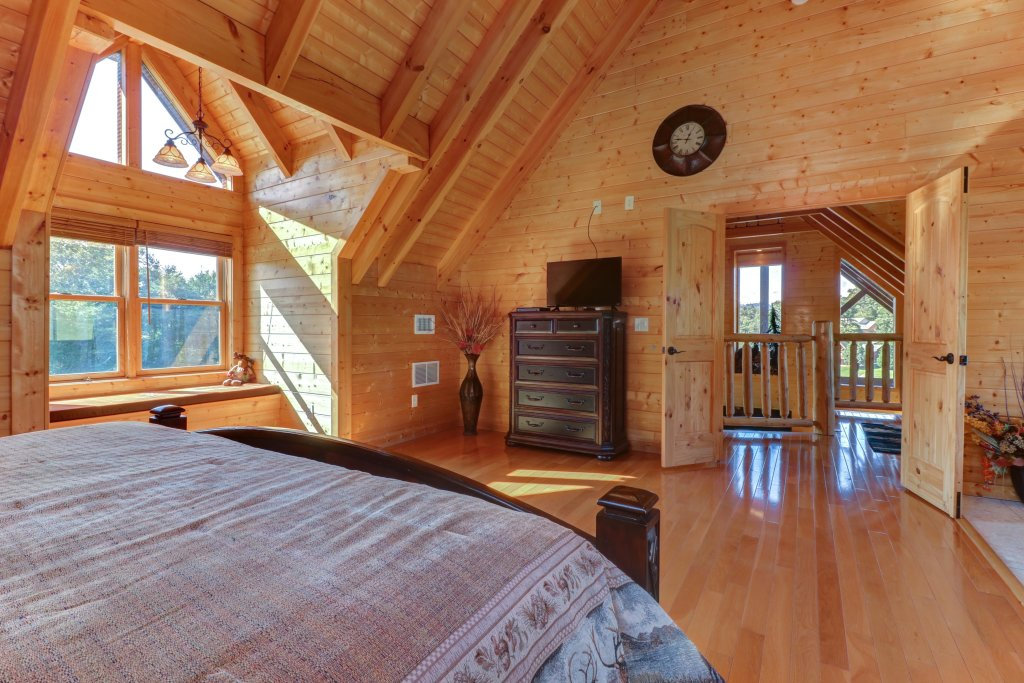 Photo of a Sevierville Cabin named Bear Valley Lodge - This is the twenty-ninth photo in the set.