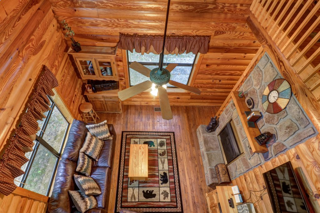 Photo of a Sevierville Cabin named Friendly Bear Cabin - This is the twenty-sixth photo in the set.