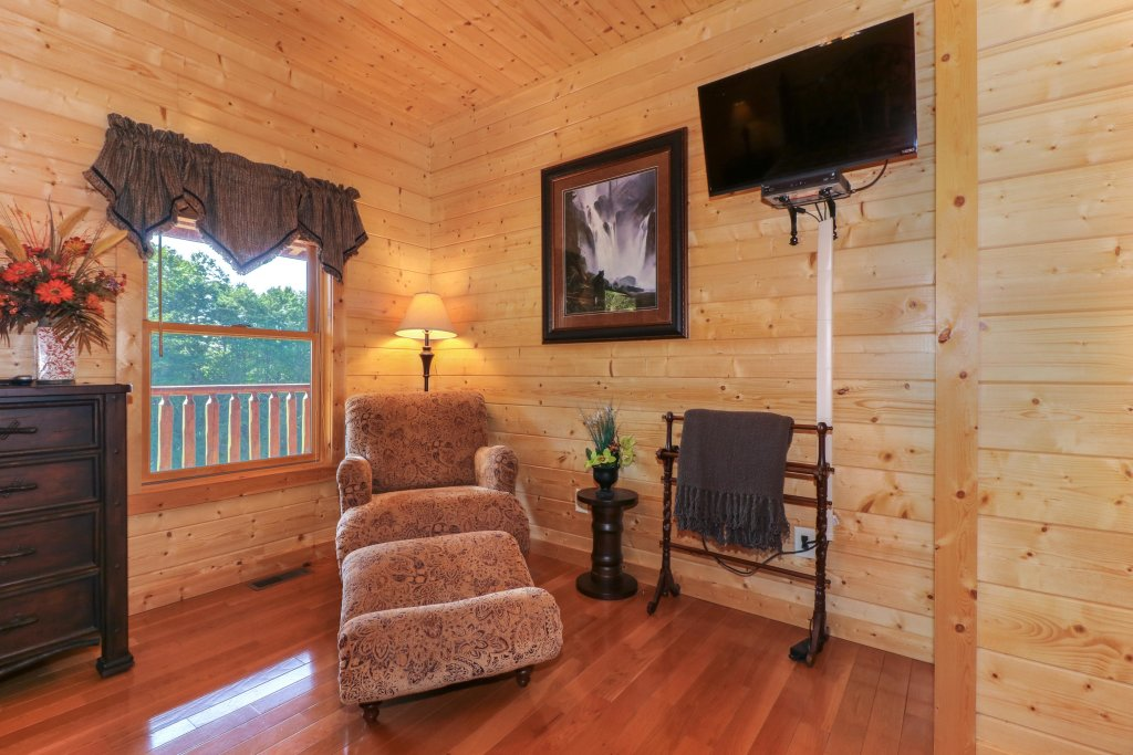 Photo of a Sevierville Cabin named Bear Valley Lodge - This is the thirty-ninth photo in the set.