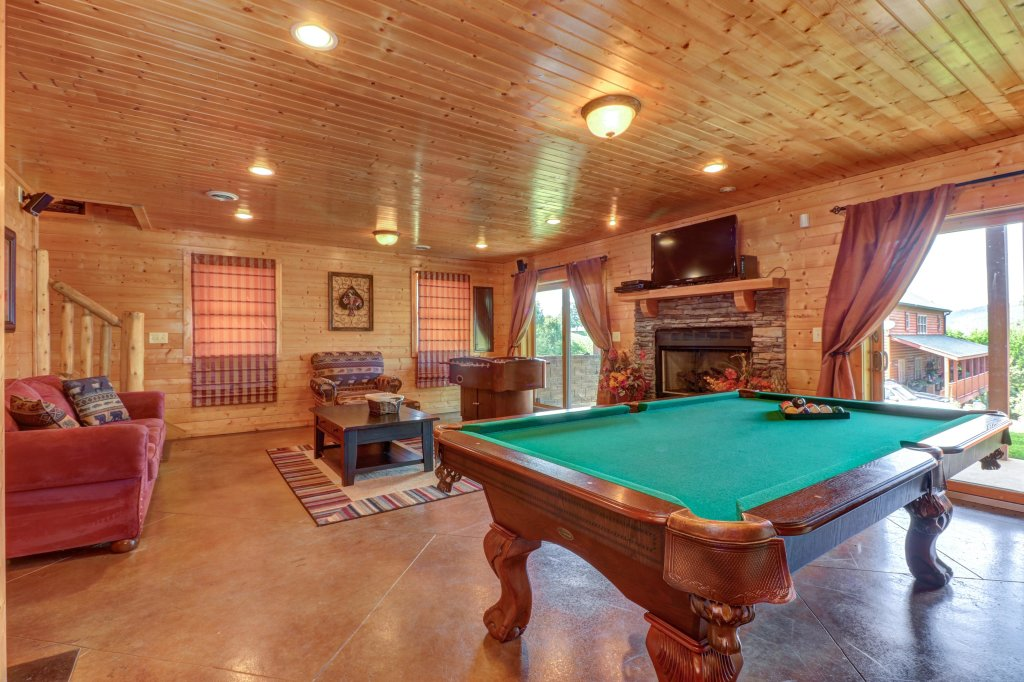 Photo of a Sevierville Cabin named Bear Valley Lodge - This is the thirty-eighth photo in the set.