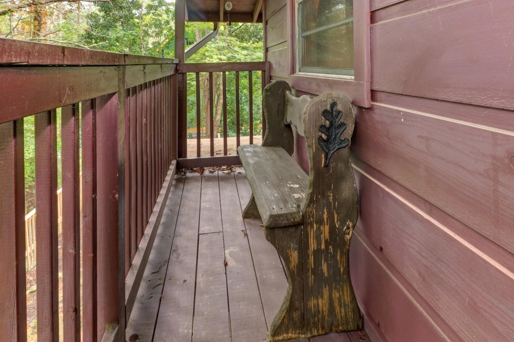 Photo of a Pigeon Forge Cabin named The Bear Tree - This is the thirty-first photo in the set.