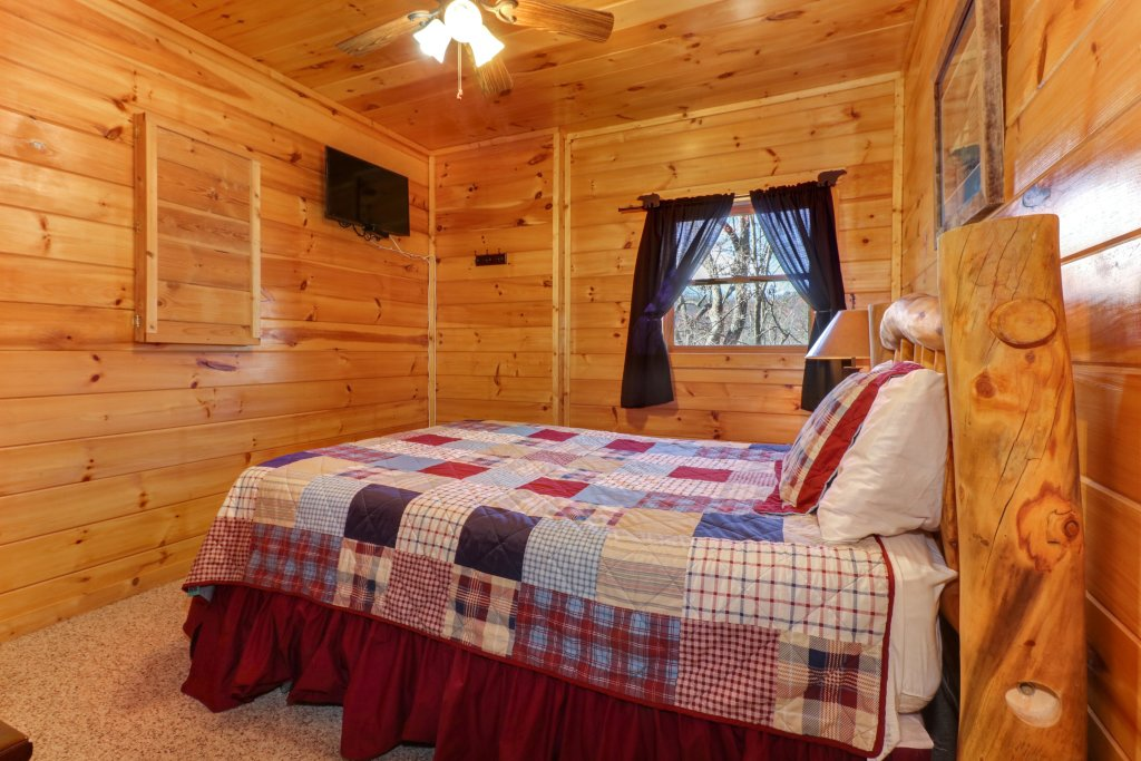 Photo of a Pigeon Forge Cabin named Gristmill Getaway - This is the twenty-second photo in the set.