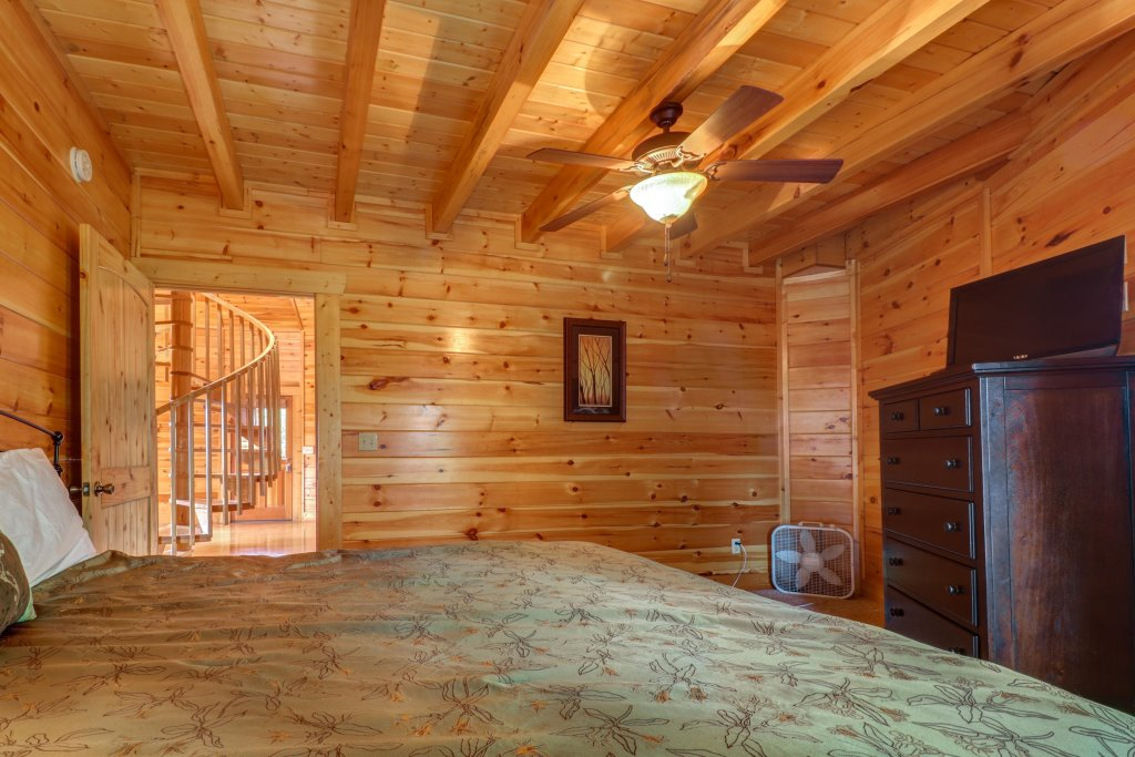 Photo of a Gatlinburg Cabin named Just Hangin' Around - This is the nineteenth photo in the set.