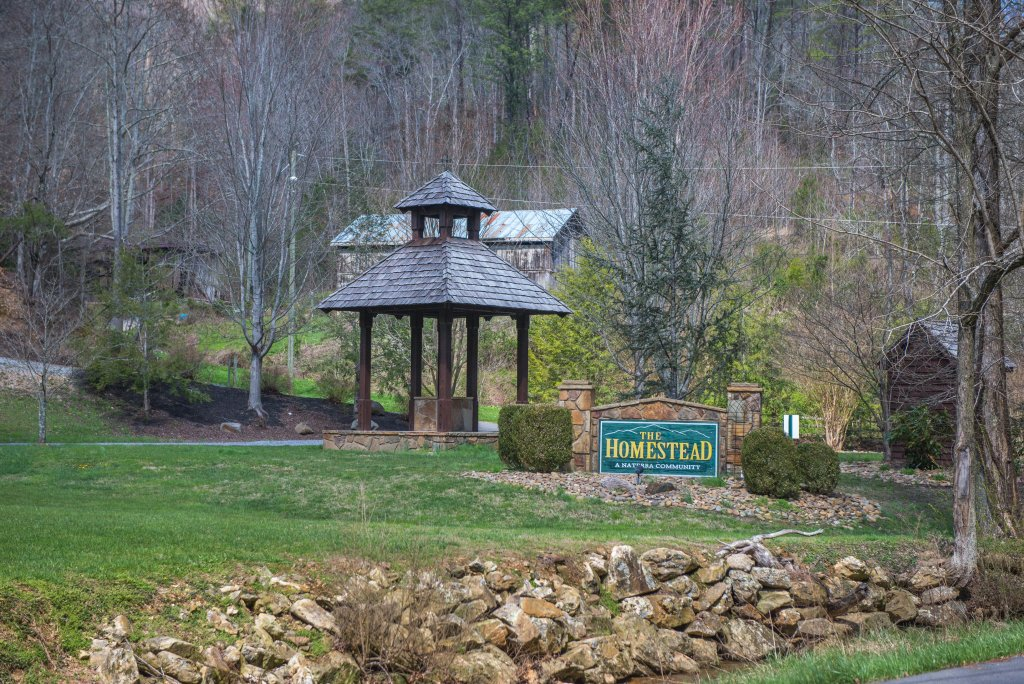 Photo of a Pigeon Forge Cabin named Gristmill Getaway - This is the twenty-eighth photo in the set.