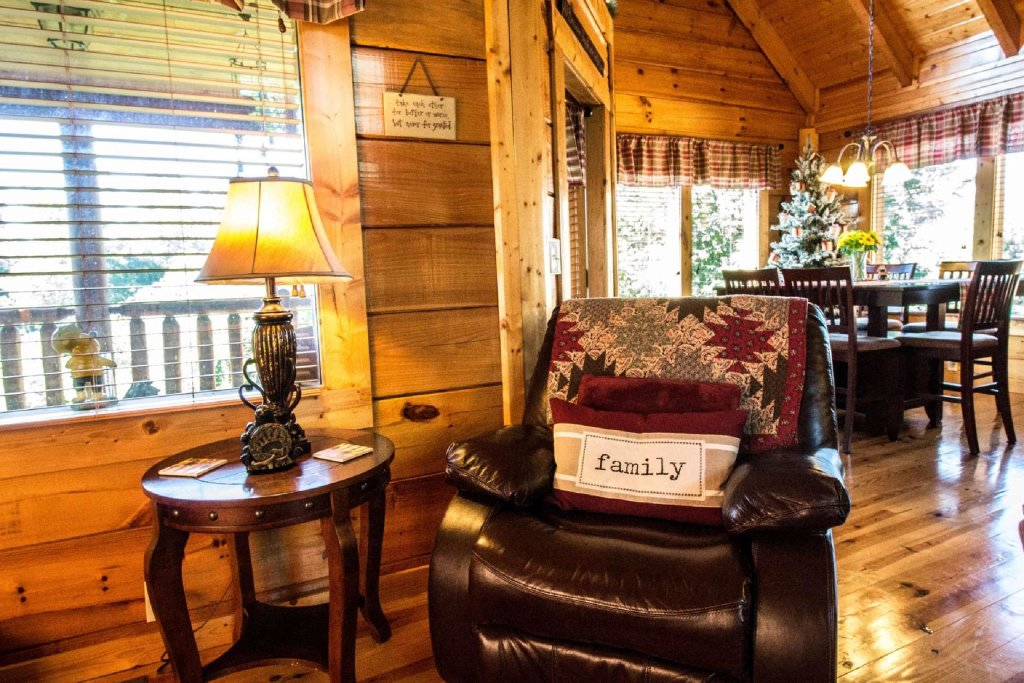 Photo of a Gatlinburg Cabin named Zippie Too - This is the third photo in the set.
