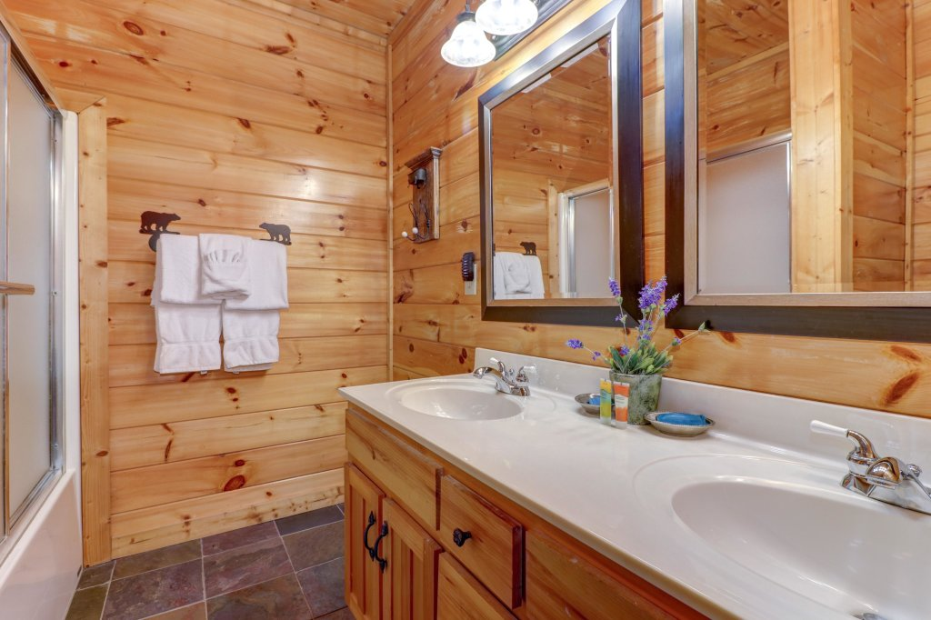 Photo of a Pigeon Forge Cabin named Gristmill Getaway - This is the twenty-first photo in the set.