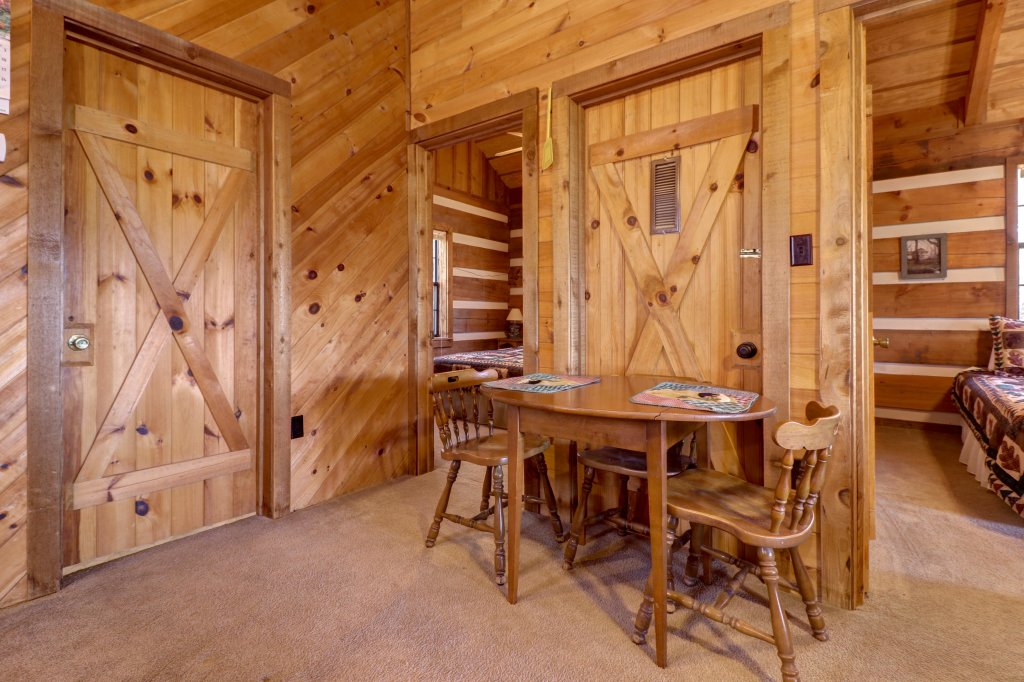 Photo of a Sevierville Cabin named Bearly Heaven - This is the twenty-sixth photo in the set.