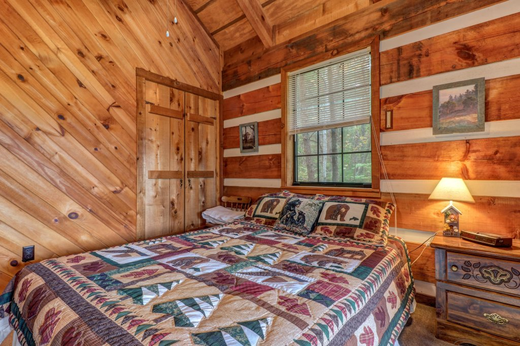 Photo of a Sevierville Cabin named Bearly Heaven - This is the fourth photo in the set.
