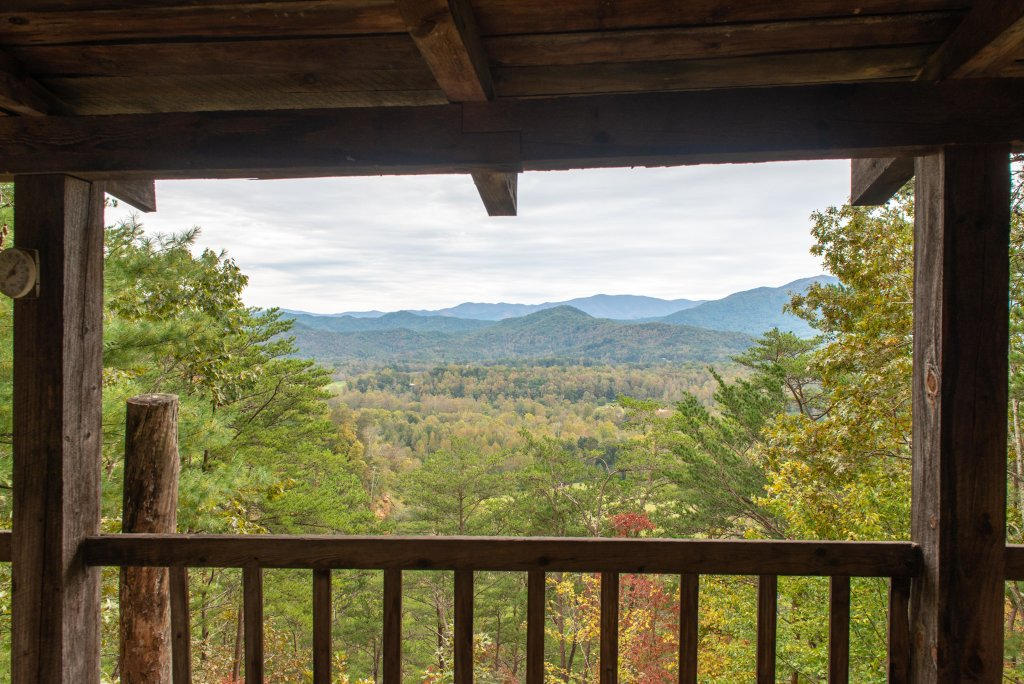 Photo of a Sevierville Cabin named Bearly Heaven - This is the second photo in the set.
