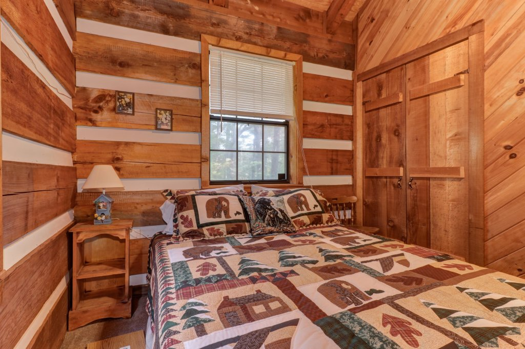 Photo of a Sevierville Cabin named Bearly Heaven - This is the seventh photo in the set.