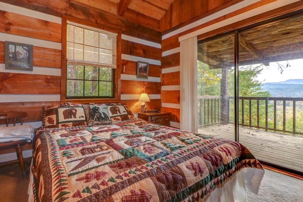 Photo of a Sevierville Cabin named Bearly Heaven - This is the sixth photo in the set.
