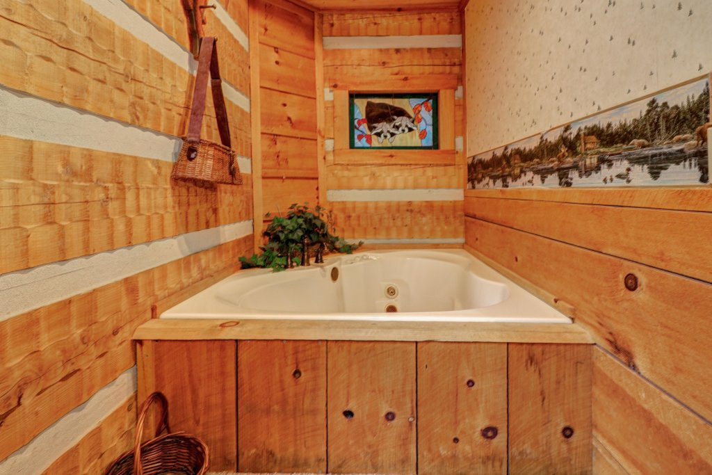 Photo of a Sevierville Cabin named Creekside - This is the seventeenth photo in the set.