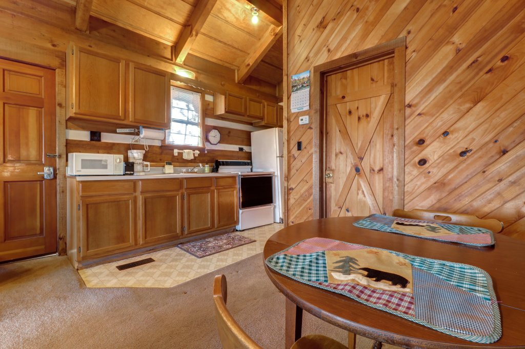 Photo of a Sevierville Cabin named Bearly Heaven - This is the thirty-second photo in the set.