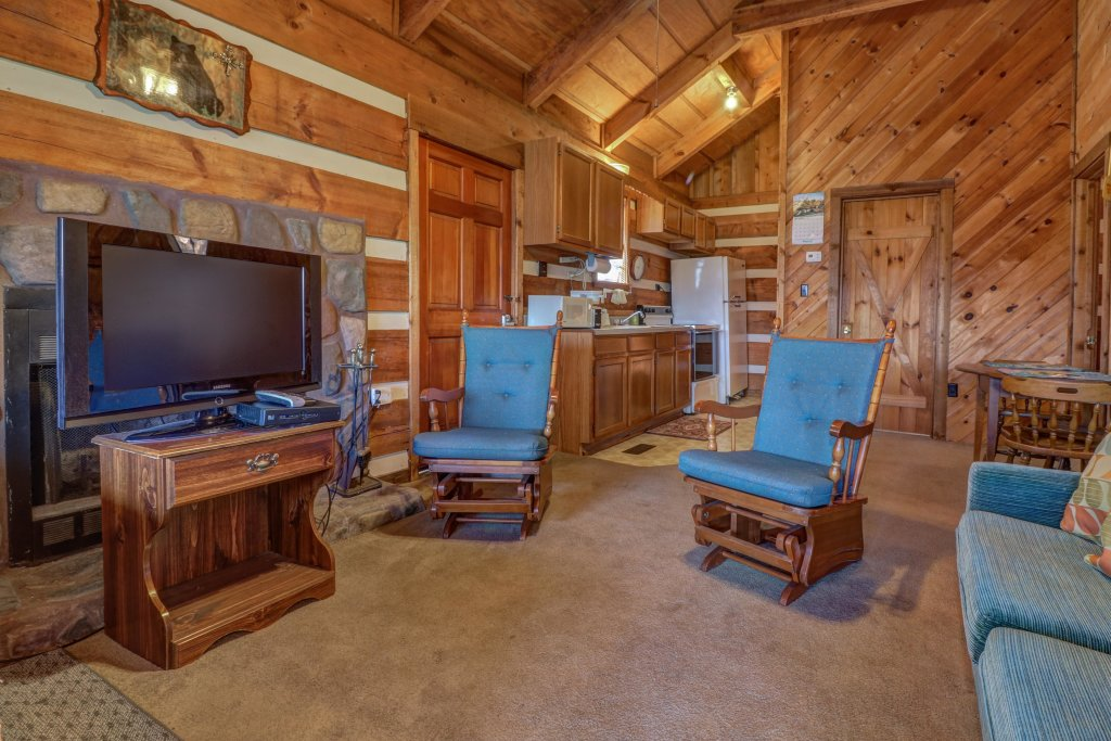 Photo of a Sevierville Cabin named Bearly Heaven - This is the twenty-seventh photo in the set.