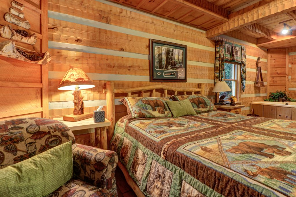 Photo of a Sevierville Cabin named Creekside - This is the sixteenth photo in the set.