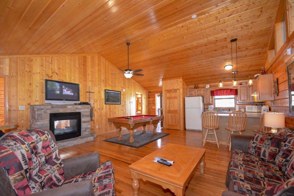 Photo of a Pigeon Forge Cabin named Moonlight Magic - This is the third photo in the set.