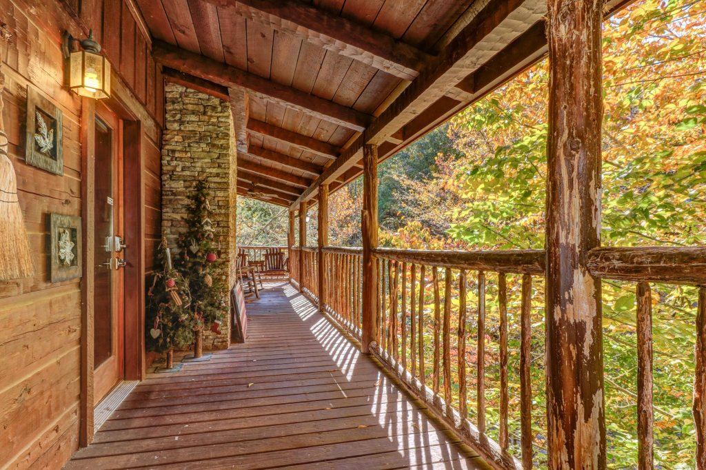 Photo of a Gatlinburg Cabin named Beartracks Bungalow - This is the thirty-fifth photo in the set.